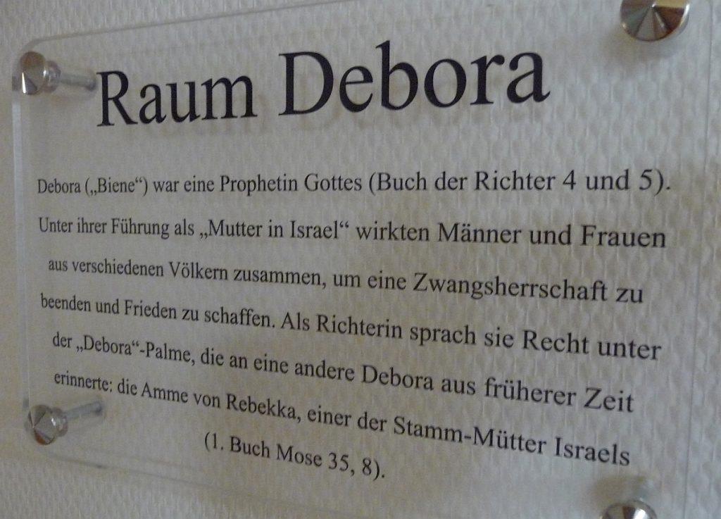 Türschild für den Raum Debora im Familienzentrum der Evangelischen Paulusgemeinde Gießen