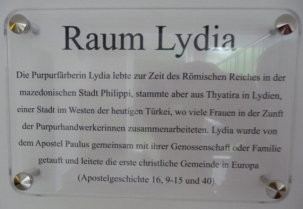 Das Türschild für den Raum Lydia im Gemeindezentrum der Evangelischen Paulusgemeinde Gießen