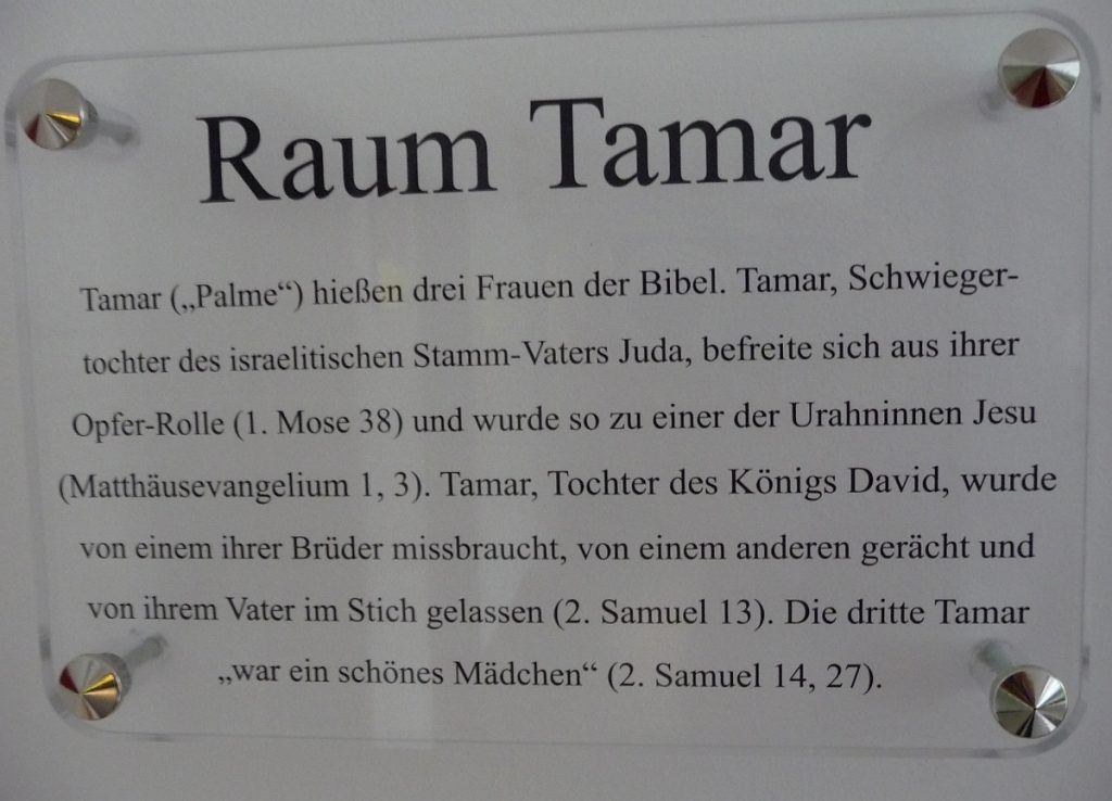 Das Türschild des Raumes Tamar im Gemeindezentrum der Evangelischen Paulusgemeinde Gießen
