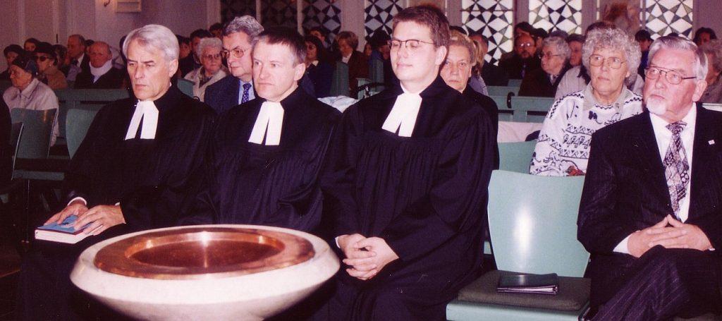 Dekan Henning Wobbe, Pfarrer Helmut Schütz, Pfarrer Frank-Tilo Becher sowie Maria Strauch und Gottfried Cramer vom Kirchenvorstand