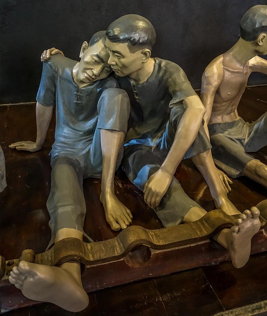 Gefangene mit Füßen im Block im heutigen Vietnam