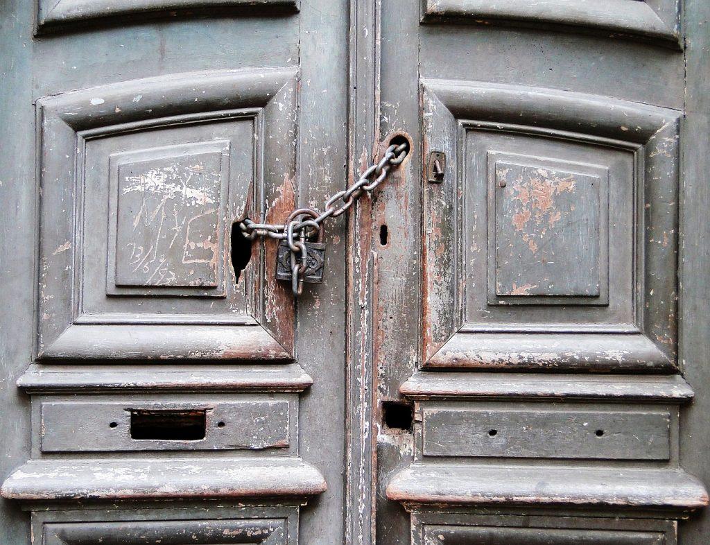 Sieht so für viele Menschen die Bibel aus - fest verschlossen wie mit sieben Siegeln? (Bild: pixabay.com)