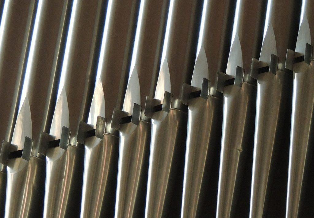 Orgelpfeifen für das Orgelspiel in der Kirche
