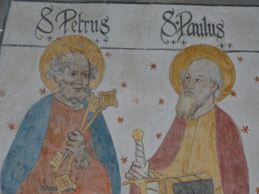 Die Apostel Petrus und Paulus mit ihren Symbolen Schlüssel und Schwert