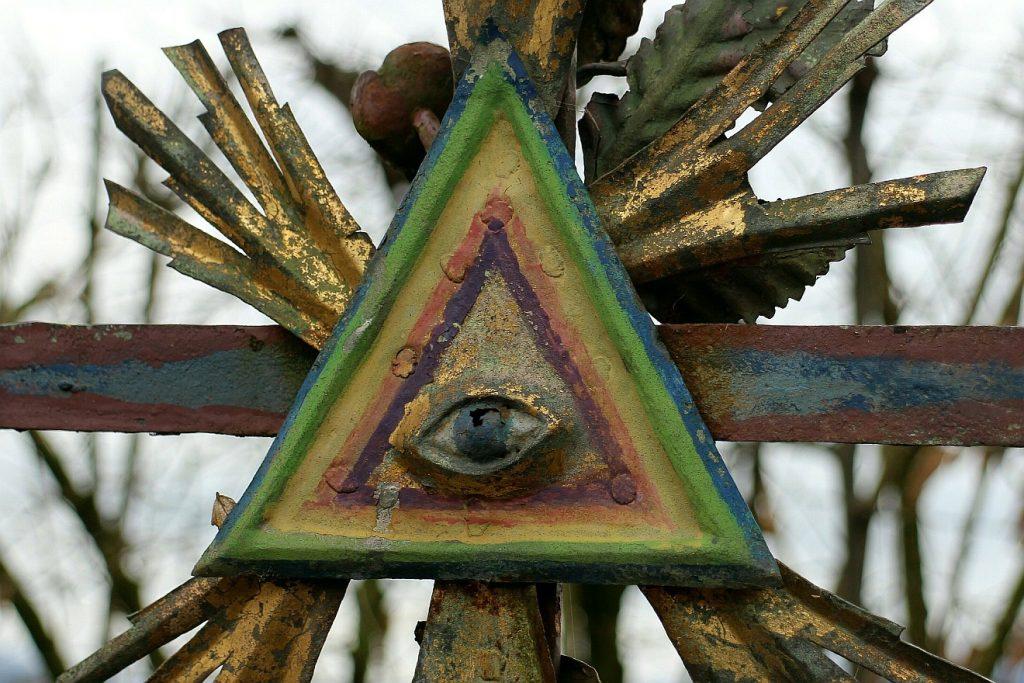Ein Auge innerhalb eines Dreiecks - Symbol für die Dreieinigkeit Gottes