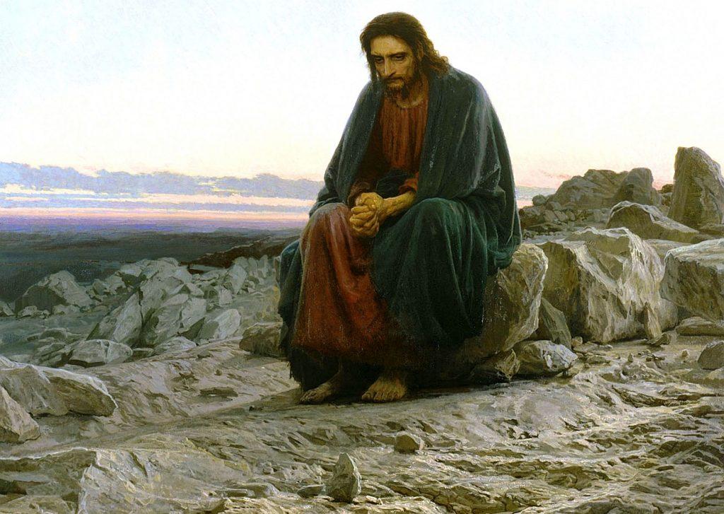 Jesus sitzt inmitten von Steinen in der Wüste