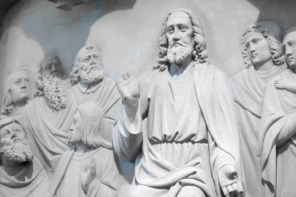 Reliefdarstellung der Bergpredigt Jesu
