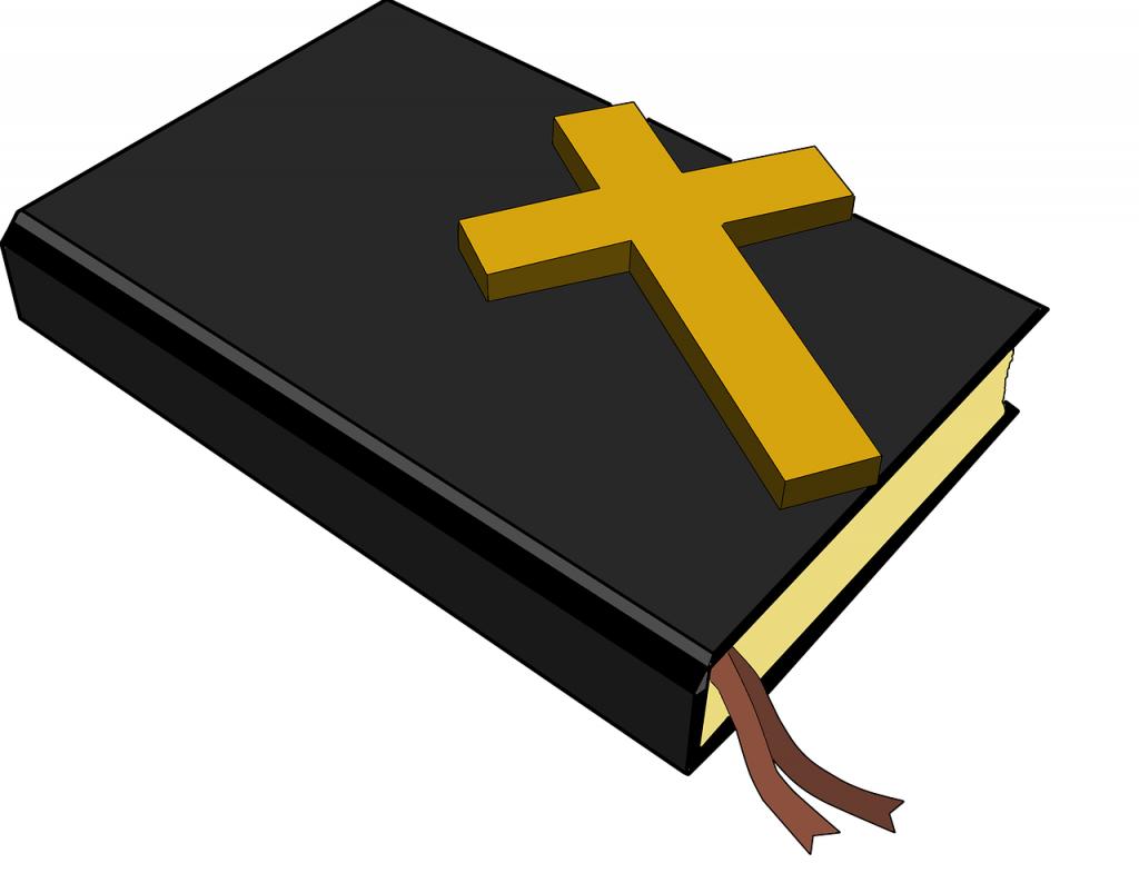 Ein Neues Testament mit einem darauf liegenden Kreuz