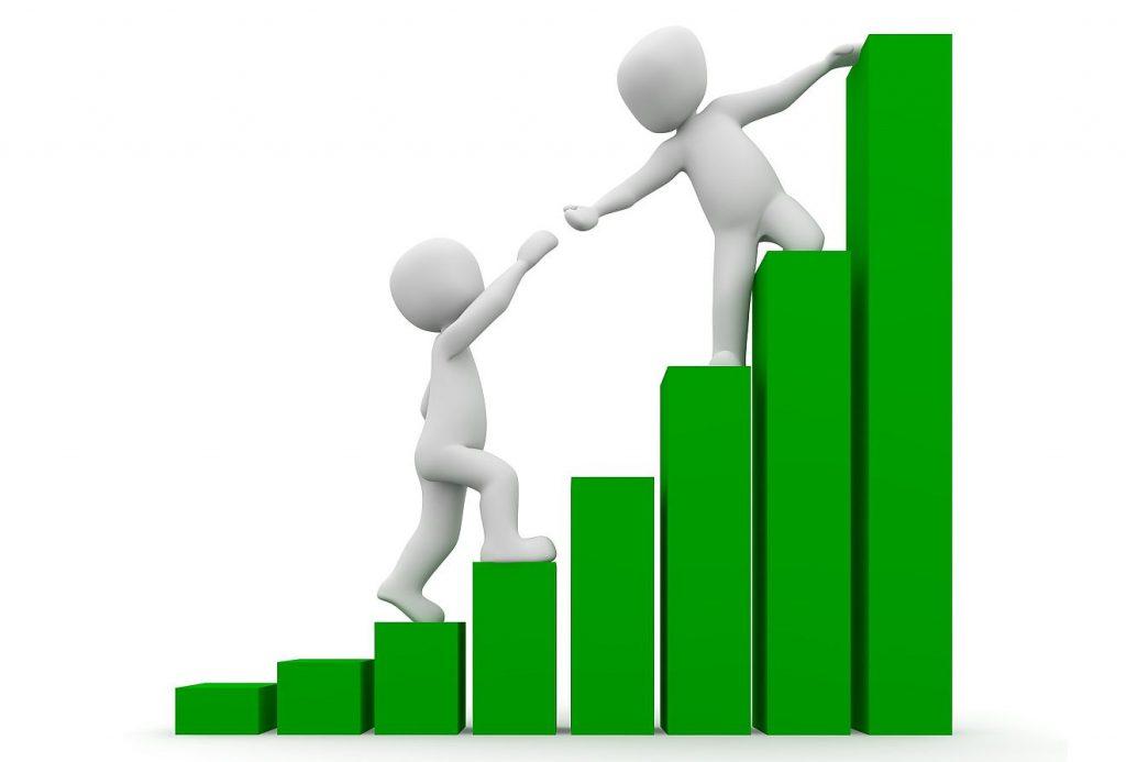 Zwei Männchen besteigen eine Wachstums-Statistik, und der, der schon höher geklettert ist, hilft dem anderen