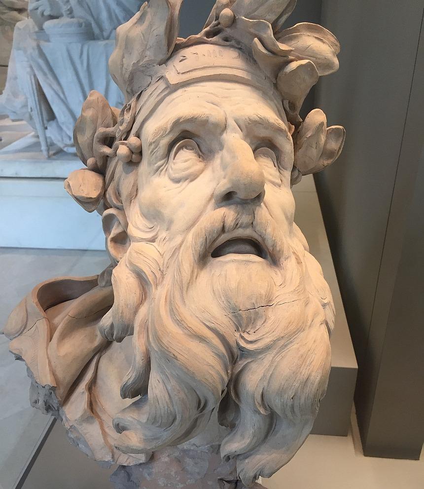 Glaube macht hellsichtig: Statue eines Mannes (Mose?), der blind wirkt, aber nach oben schaut