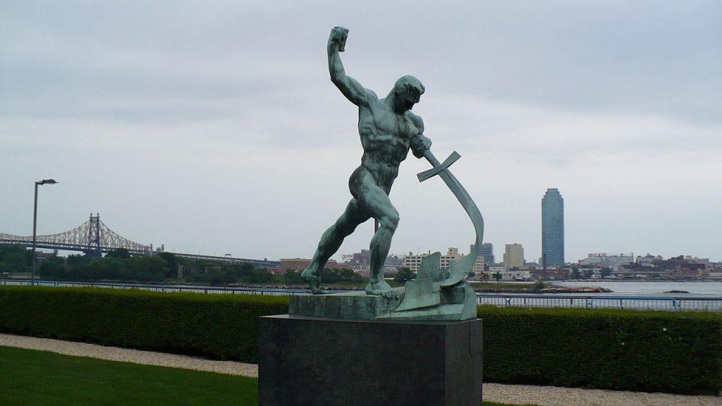 Schwerter zu Pflugscharen - Skulptur im Garten des UN-Hauptquartiers in New York City.