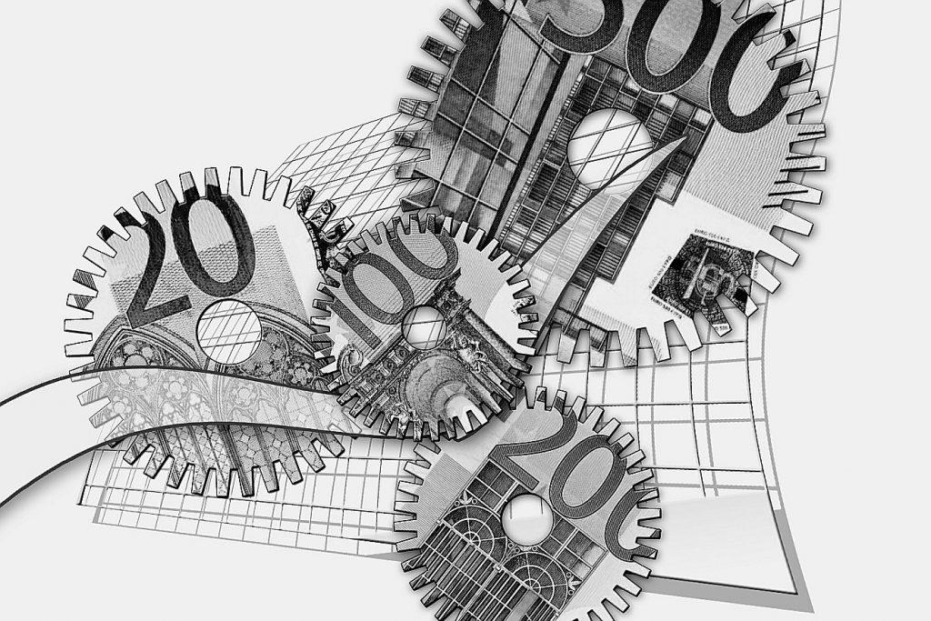 Zahnräder, auf denen Teile von Banknoten zu erkennen sind, als Symbol für den Kapitalismus