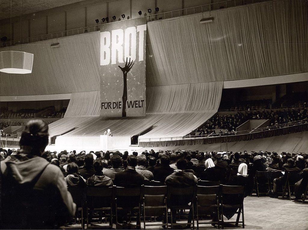 Foto von der Eröffnung der 3. Aktion von Brot für die Welt im Jahr 1961