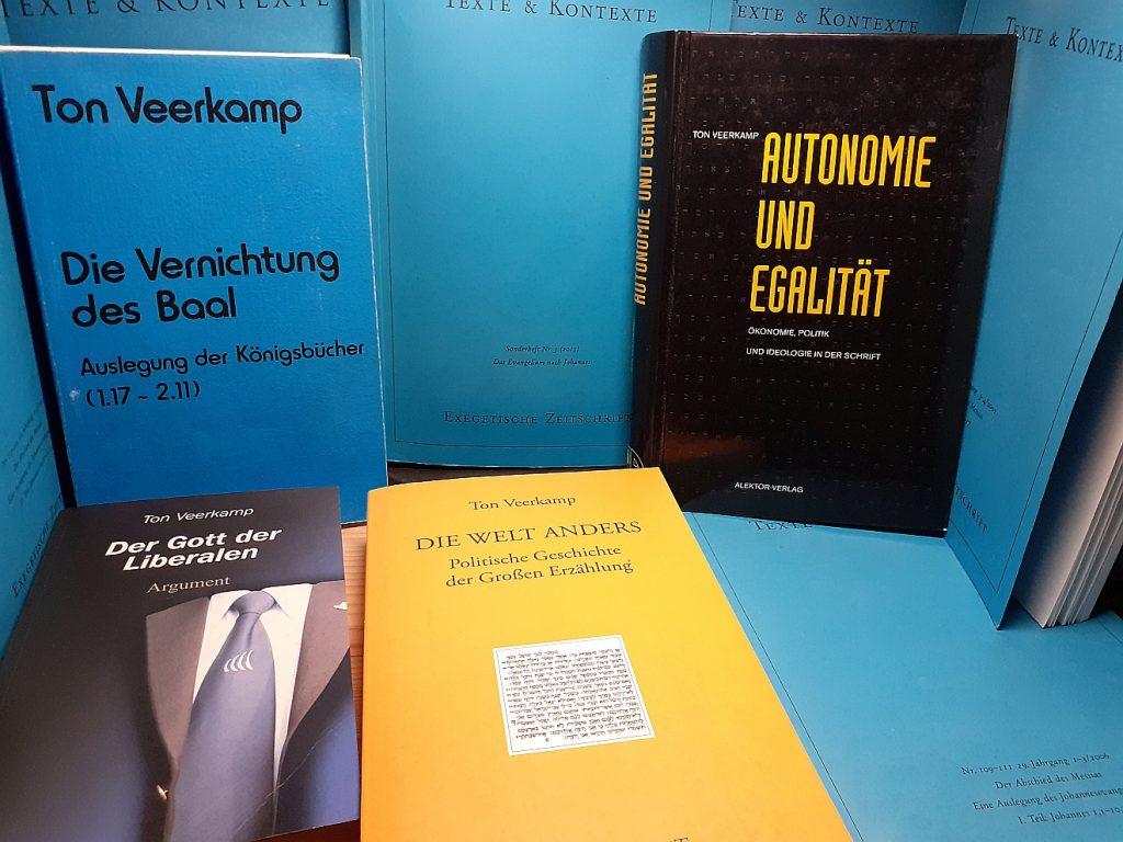Verschiedene Bücher von Ton Veerkamp, die im Artikel erwähnt werden